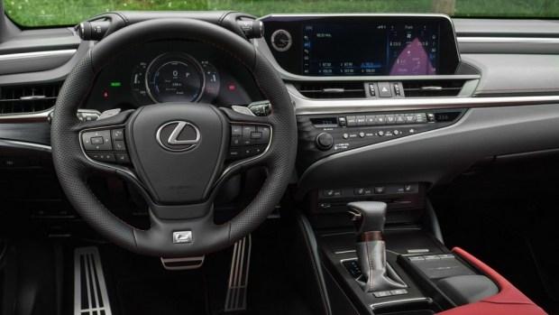Актуальный Lexus ES